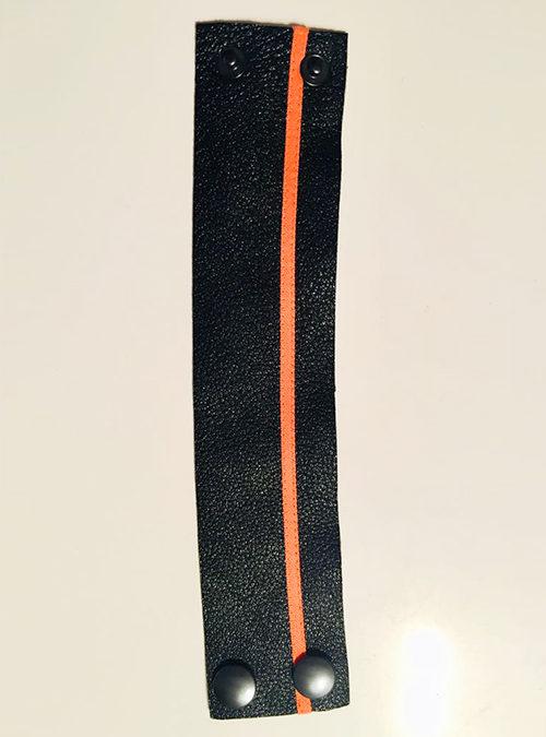 Schwarzes Armband aus Leder