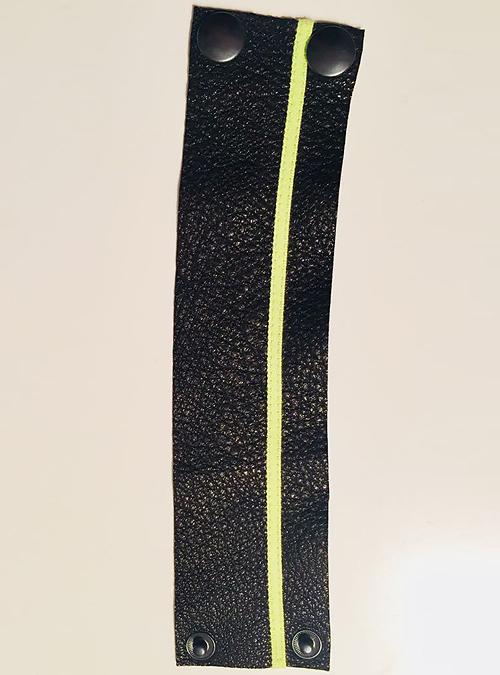 Schwarzes Armband von KIK/ANN aus Berlin